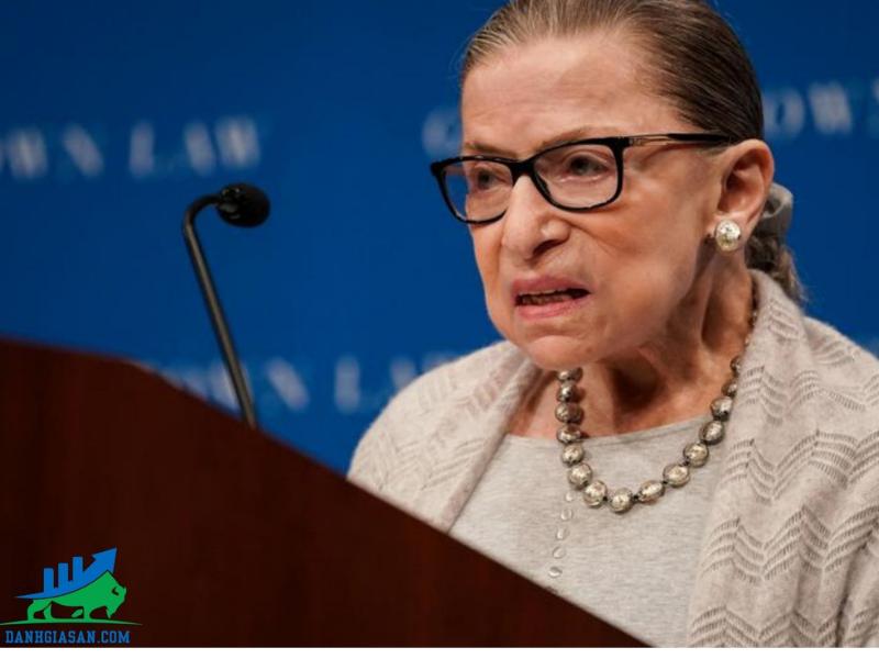 tham phan toa an toi cao Ruth Bader Ginsburg qua doi day len lo ngai chinh tri my