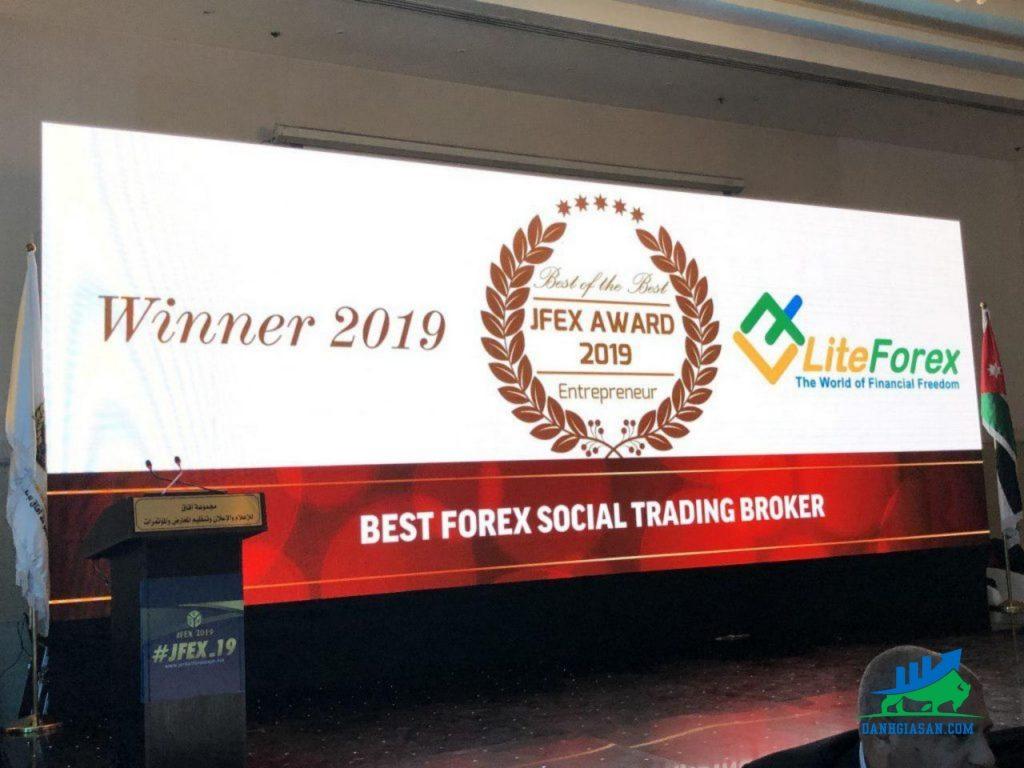 sàn liteforex nhận giải thưởng Sàn giao dịch có mãng xã hội giao dịch tốt nhất