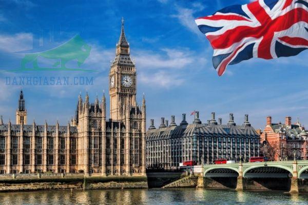 Vương quốc Anh áp đặt nhiều quy tắc nghiêm ngặt hơn vì biến thể COVID đột biến