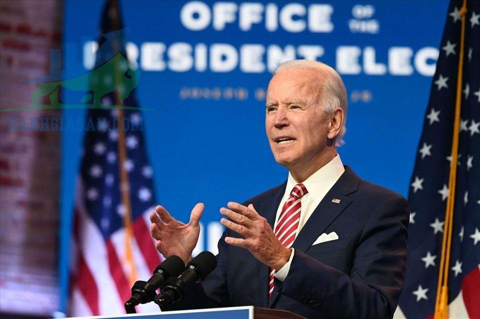 Tổng thống đắc cử Joe Biden tiêm vắc-xin Covid-19 trên truyền hình trực tiếp