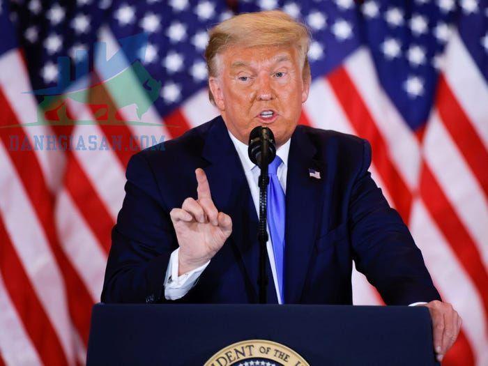 Trump đe dọa không ký dự luật cứu trợ COVID-19,