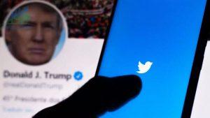 Twitter đóng băng tài khoản Trump do phản ứng từ gã khổng lồ