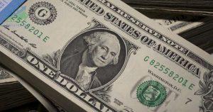 Đồng đô la giảm giá khi nhà đầu tư đi theo xu hướng giảm