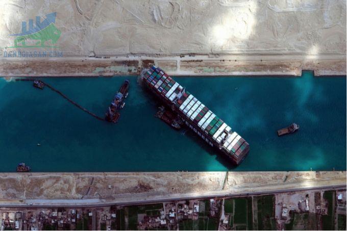 Giao thông trong kênh đào Suez trở lại