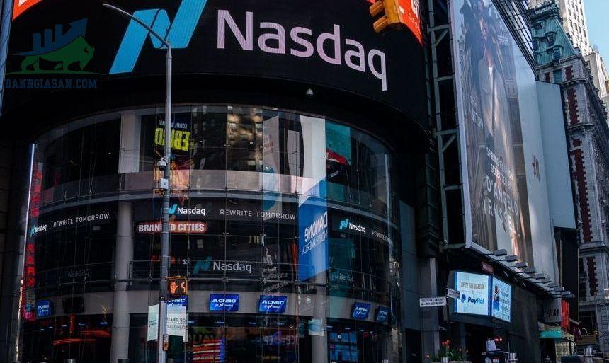 Nasdaq đóng cửa cao hơn do sức mạnh của cổ phiếu công nghệ, khi Fed hạn chế S&P - ngày 18/06/2021