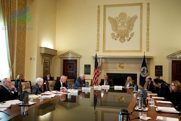 Các hoạt động của FOMC là gì?