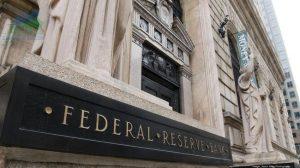 Fed đối mặt với lạm phát kép, rủi ro tăng trưởng
